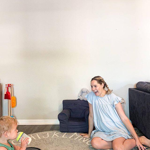 По-трудно е да накараш децата да хапнат броколи, отколкото да почистиш целия апартамент с Roomba. Заеми се с важните неща!Изрядната хигиена на подовете е работа на прахосмукачката-робот, която се зарежда и чисти сама.#irobot#irobotroomba#irobotlove